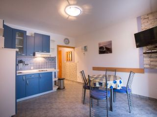 Apartman F (A4+1)